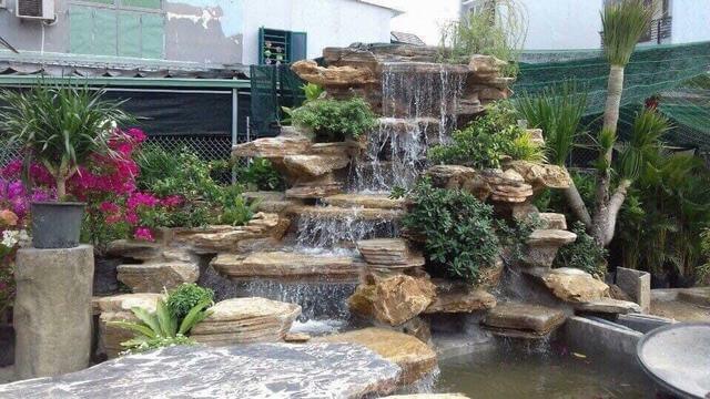 Mẫu thiết kếhònnon bộ thác nước phong thủy cho nhà cấp 4