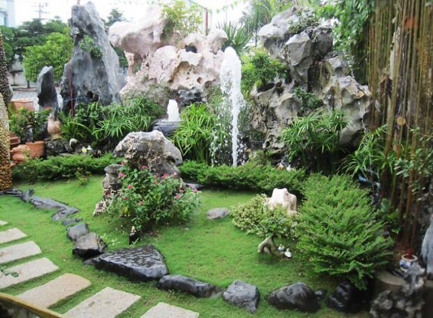 Mẫu thiết kế hòn non bộ sân vườn có thác nước cho quán cafe sân vườn