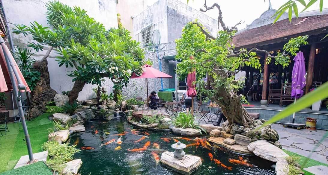 Ý tưởng độc đáo về thiết kế hồ nuôi cá Koi ngoài trời tại quán cafe sân vườn
