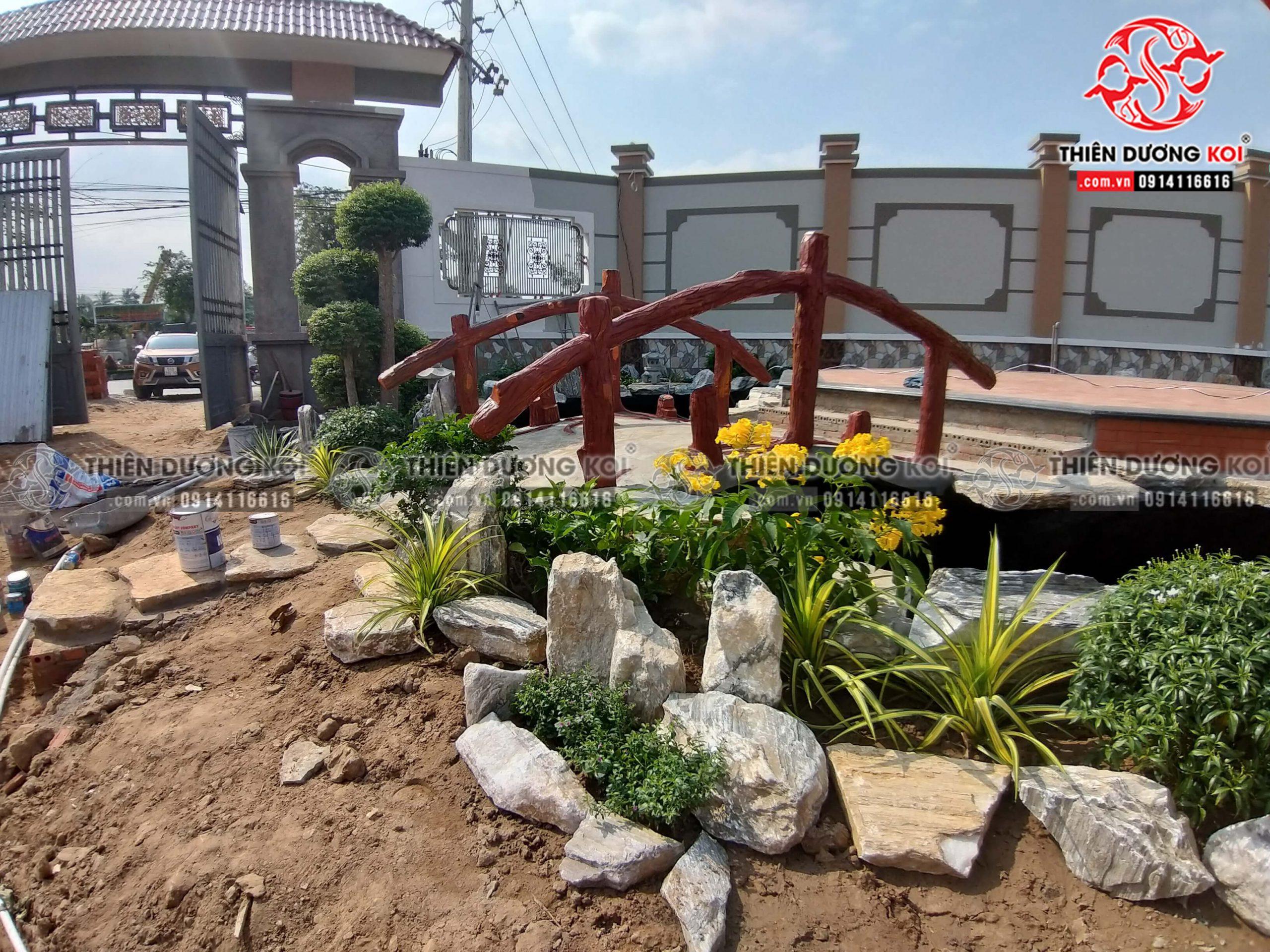 Quá trình xây dựng công trình hồ cá koi tại tỉnh Bến Tre đang vào gia đoạn hoàn thiện