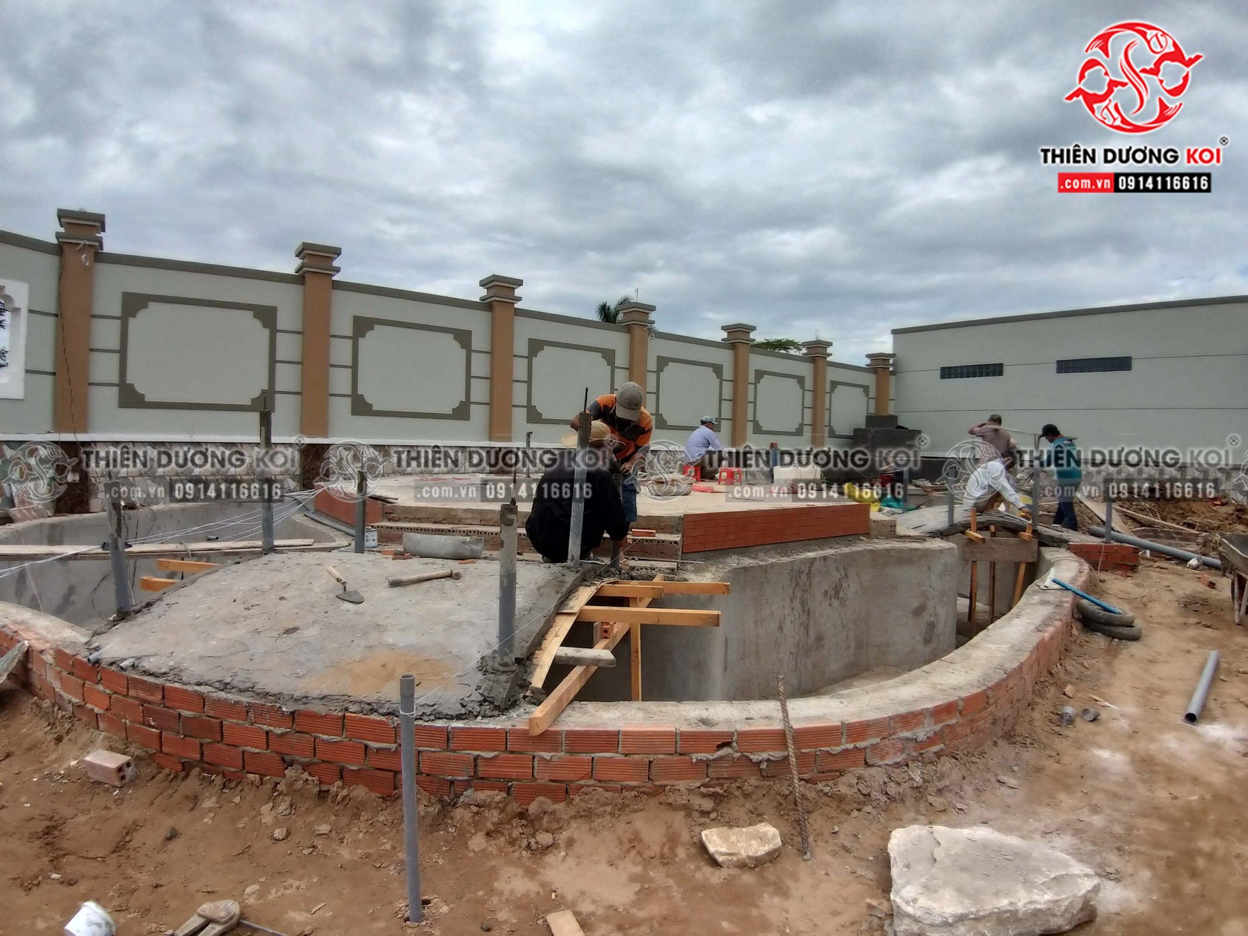 Quá trình xây dựng công trình hồ cá koi